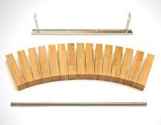 A classer dans les rayons du mobilier ou tout du moins des accessoires déco presque à tout faire, Fusillo Bookshelf va bien au-delà du simple fait de suppo