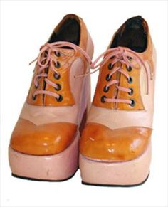 I had some white ones just like this! 1970s platform shoes. Two tone pink leather and orange patent leather oxford style lace up shoes have a chunky super high heel and tall platform. They have some scuffs, not perfect but perfectly wearable and the real deal!