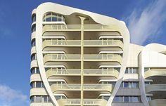 مجتمع طلایی لی تایسون روی یک اسکلت بالون مانند شناور است  #مساحت #طراحی_نما #مجتمع_تجاری #مجتمع_مسکونی #معماری_بلژیک #نمای_آلومینیوم #masahat #Facade_design #Commercial_Building #Residential_complex #Belgian_architect #Aluminum_façade