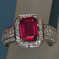 2.65 Karat Rubin- Diamanten 750er Weißgoldring