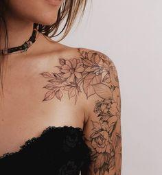 Tatoo Floral, Floral Tattoo Design, Tattoo Designs, Tattoo Ideas, Floral Tattoos, Flower Tattoos On Arm, Tattoo Schulter Frau, Feminine Tattoo Sleeves, Feminine Shoulder Tattoos
