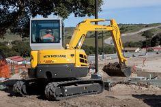 Escavadeira Compacta E55BX. Potência Líquida: 39hp Moto: Yanmar Tier IV Peso: 5.577kg