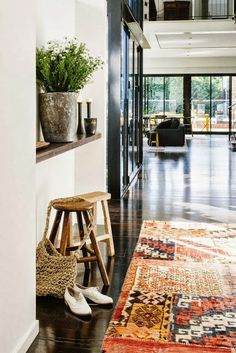 I love this dark floor, colourful rug and clean design of this warehouse home. Image by Tara Pearce for Est Magazine Decoration Inspiration, Interior Inspiration, Daily Inspiration, Color Inspiration, Floor Design, Home Design, Warehouse Home, Sweet Home, Turbulence Deco