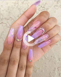 Si vous voulez des clous que l'été mignon ombre costume en 2019 puis vérifier notre cerise choisi hombre ongles en acrylique entre violet, bleu, jaune clous ombre et rose. Purple Ombre Nails, Purple Acrylic Nails, Summer Acrylic Nails, Best Acrylic Nails, Summer Nails, Acrylic Nails Coffin Ombre, Purple Nails With Glitter, Ombre Nail Art, Purple Chrome Nails