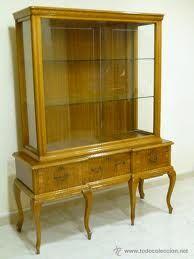 La vitrina de casa de mis padres...exacta! Le falta la cristalería y las figuritas...