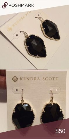 🚨FINAL SALE!🚨 Kendra Scott Black Corley Earrings What's not to love about the classic Corley? These are the perfect everyday earring. Will come with dust bag and box. ✨✨Price is firm. Kendra Scott Jewelry Earrings