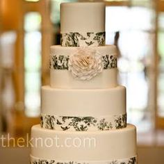 An oversize fondant flower served as the cake's focal point.