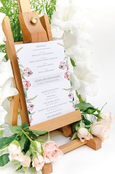 Invitación de boda con flores en acuarela para una boda dulce y elegante #Savethedateprojects #Weddinginvitations #Weddinginspiration