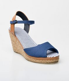 Picnic panache at its finest, the Bypass heels are a woven pair of summer stunners! Endearing retro navy blue and tan Es...Price - $36.00-ErWqzrdd