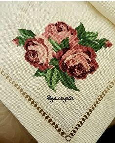 Christmas Cross, Bed Sheets, Needlepoint, Cross Stitch, Arts And Crafts, Embroidery, Pictures, Models, Cross Stitch Embroidery