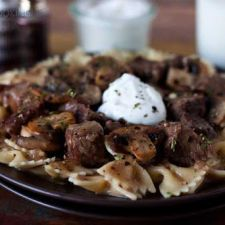 Traditional beef stroganoff is quick and easy to make in your Instant Pot! Serve over rice, egg noodles or pasta with a side salad for dinner tonight. Campbells Beef Stroganoff, Homemade Beef Stroganoff, Stroganoff Recipe, Mushroom Stroganoff, Instant Pot Pressure Cooker, Pressure Cooker Recipes, Pressure Cooker Beef Stroganoff, Traditional Beef Stroganoff, Beef Round Steak