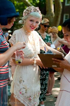 Great 1920s Hair and Makeup from a Jazz Age Lawn Party, photo by blogger Gastro Chic