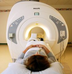 Rezonanţa magnetică nucleară (RMN) este o metodă imagistică de înaltă performanţă, neinvazivă şi neiradiantă, care utilizează un câmp magnetic puternic pentru a obţine imagini ale corpului uman. Prin RMN pot fi investigate toate organele, metoda fiind de elecţie în afecţiunile sistemului nervos, genitale şi musculoscheletale.    http://www.academica-medical.ro/pentru_pacienti__rmn