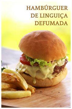 Um hambúrguer você arrasar. Confira a receita e prepare em casa esse burger de lingiça defumada feito com um molho especial. Se você quiser caprichar tem até receita de pão caseiro.