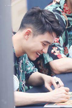 So smily so squishy so natural Baekhyun Chanyeol, Park Chanyeol, Exo Ot12, Kaisoo, D O Exo, Kim Jong Dae, Exo Album, Do Kyung Soo, Kim Junmyeon
