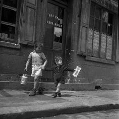 Rue Marcelin Berthelin Berthelot | Choisy le Roi mai 1946 |¤ Robert Doisneau | 17 avril 2015 | Atelier Robert Doisneau | Site officiel