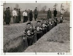 Toronto Maple Leafs players in pre-war 1939 march through a trench in a military training session. Canadian Soldiers, Canadian Army, Canadian History, 1920s, Canadian Identity, Canada Cup, Hockey Pictures, Image Center, Dioramas