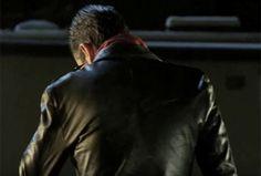The Walking Dead: Negan Introduces Himself in Season 6 Finale Trailer