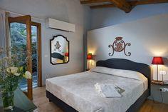Ein Boutique Hotel in Sizilien – Interieur Design mit Individualität Boutique Hotel Room, Furniture Boutique, Vintage Interior Design, Interior Ideas, Hotel Room Design, Cosy Room, Bedroom Red, Master Bedroom, Hotel Interiors