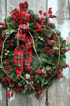 Love that plaid bow with the pine cones :)