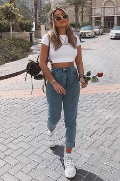 55 Cozy Different Ways to Style Mom Jeans - 55 Cozy Different Ways to Style Mom Jeans Source by nnelx. 55 Cozy Different Ways to Style Mom Jeans - 55 Cozy Different Ways to Style Mom Jeans Source by nnelx. Outfit Jeans, Outfits With Mom Jeans, Mom Jeans Outfit Summer, Summer Jeans, Crop Top Outfits, White Top Outfit Summer, Jeans And Sneakers Outfit, Cropped Jeans Outfit, Sneakers Outfit Summer