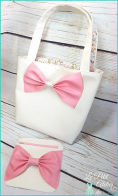 Hello to you, Today I present you my new little tutorial to make a small leatherette bag lined with a cotton fabric. In the photo he is accompanied by the wallet … Source by Coin Couture, Needle And Thread, Sewing Hacks, You And I, Cotton Fabric, Hui, Swimwear, Accessories, Workshop
