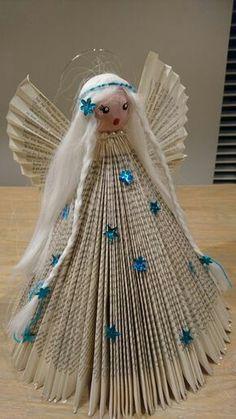 Haz un ángel navideño usando una vieja revista o libro Christmas Angel Crafts, Homemade Christmas Decorations, Diy Christmas Ornaments, Christmas Art, Christmas Projects, Holiday Crafts, Folded Book Art, Book Folding, Hobbies And Crafts