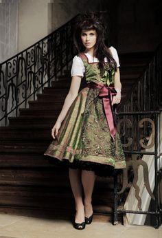 Traumhaftes Designer Dirndl   Lilou Belle