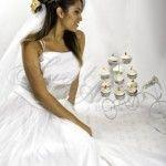 Cupcakes de guayaba con queso nuestro sabor insignia. Cupcakes, Queso, Cake Pops, Wedding Bells, Wedding Cakes, Cookies, Wedding Dresses, Fashion, Guava Fruit