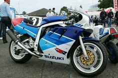 Suzuki you need to be young and foolish to have one of these bad boys Racing Motorcycles, Motorcycle Helmets, Gsxr 750, My Dream Car, Dream Cars, Sportbikes, Old Bikes, Riding Gear, Classic Bikes