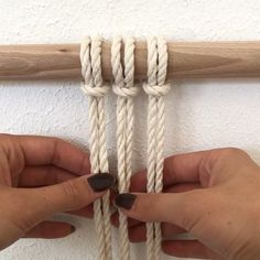 Making a new macramé wallhanging, showing one of the many knots :) # macramé ideas videos Mini Tutorial My Cotton Macrame Wallhanging knots Macrame Wall Hanging Patterns, Macrame Plant Hangers, Macrame Patterns, Macrame Design, Macrame Art, Macrame Projects, Art Macramé, Macrame Curtain, Knots