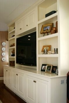 Entertainment Center How many thumbs up to this? Entertainment Center Entertainment center built-in traditional living room Another built in book case, nice! Living Room Built Ins, Living Room Shelves, Living Room Storage, Home Living Room, Living Room Decor, Home Theather, Built In Entertainment Center, Entertainment Ideas, Muebles Living