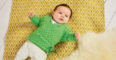Auch für Anfänger geeignet - so nähen Sie eine niedliche Wickeljacke fürs Baby. Mit Nähanleitung und gratis Schnittmuster.