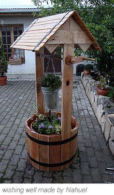 Wooden wishing well made by Nahuel
