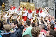 Doudou à Mons : le Car d'Or surmonté de la châsse de sainte Waudru
