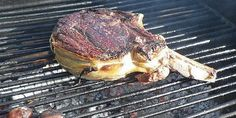 La côte de Boeuf au barbecue - You Barbecue.org Steak, Food, Meat, Rib Recipes, Dish, Kitchens, Meals, Steaks, Beef