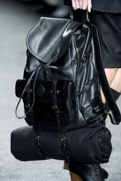 I like very much but don't buy leather products no Stylish Handbags, Best Handbags, Blanket Jacket, Stockholm Street Style, Style Noir, Black Leather Backpack, Leather Bag, Men's Backpack, Balenciaga City Bag