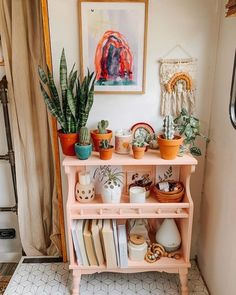 aesthetic I am constantly changing up this little shelfie. It's a fun easy way to switch. I am constantly changing up this little shelfie. It's a fun easy way to switch things up in here without feeling the need to go out and buy… Boho Room, Bohemian Dorm Rooms, Hippie Bedrooms, Bohemian Homes, Bohemian Decor, Aesthetic Room Decor, Home And Deco, Dream Rooms, Cozy House