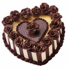 Buy cheese cake online and rejoice every moment with a relishing cheese cake and make the occasion even more special. Order Cheese Cake Online now! Heart Shaped Cakes, Heart Cakes, Bolo Picnic, Beautiful Cakes, Amazing Cakes, Cheesecake Wedding Cake, Cake Online, Cake Delivery, Valentine Cake