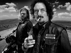 Ryan Hurst as Harry 'Opie' Winston and Kim Coates as Alex 'Tig' Trager in Sons Of Anarchy on FX. I love me some Tiggy. Serie Sons Of Anarchy, Sons Of Anarchy Samcro, Kim Coates, Jax Teller, Movies And Series, Tv Series, Les Sopranos, Sons Of Anarchy Motorcycles, Ryan Hurst