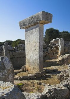 Foto minorca taula prehistoric monument -