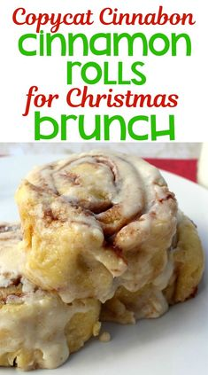 Copycat Cinnabon Cinnamon Rolls Recipe If you love Cinnabon Cinnamon Rolls, you're going to love this Copycat Cinnabon Cinnamon Roll Recipe. These homemade cinnamon rolls are easy to make and may be even better than the ones you get at Cinnabon! Copycat Cinnabon Cinnamon Roll Recipe, Cinnabon Cinnamon Rolls, Cinnamon Cake, Cinnamon Desserts, Quick Cinnamon Rolls, Christmas Breakfast, Christmas Morning, Rolls Recipe, Holiday Recipes