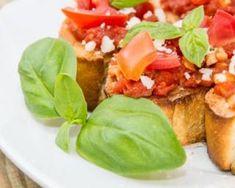 Bruschetta de tomates légères au chèvre et coulis de miel épicé au four : http://www.fourchette-et-bikini.fr/recettes/recettes-minceur/bruschetta-de-tomates-legeres-au-chevre-et-coulis-de-miel-epice-au-four