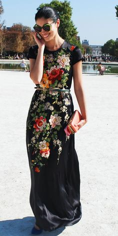 Gorgeous fashion Caroline Issa short sleeve maxi floral dress for ladies Mode Chic, Mode Style, Style Blog, Floral Maxi Dress, Dress Up, Silk Dress, Black Floral Dresses, Dress Prom, Party Dress