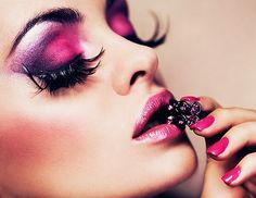 i cannot even handle how amazingly gorgeous this dramatic eye makeup is.