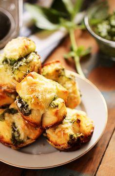 Cheesy Pesto Garlic Monkey Bread RollsReally nice recipes.  Mein Blog: Alles rund um die Themen Genuss & Geschmack  Kochen Backen Braten Vorspeisen Hauptgerichte und Desserts # Hashtag
