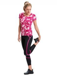 Jednou z výrazných farieb novej kolekcie je ružová magenta. Výhodou každého kúsku športového oblečenia je jeho jednoduchá kombinovateľnosť. Vystavajte si vlastný športový outfit podľa farieb, ktoré sa vám páčia.