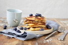 Lapper med blåbær Pancakes, Baking, Breakfast, Ethnic Recipes, Morning Coffee, Pancake, Bakken, Backen, Postres