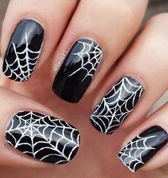 Spider Halloween Nail Design. Halloween Nail Art Ideas.