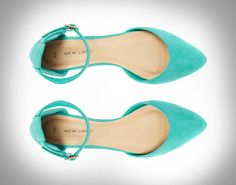 Swooning over these teal d'Orsay shoes.
